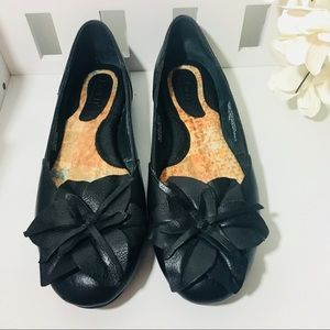 Born black leather shoes with flower size 7.5
